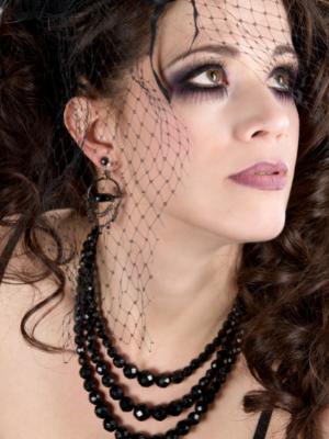 black diamond beads with model