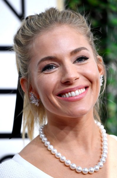Sienna Miller The Golden Globes 2017 Best Jewelry Moments