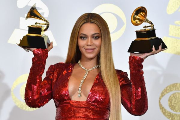 Beyonce in Lorraine Schwartz Diamond Necklace Best Grammy Jewelry Moments 2017