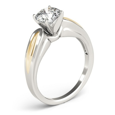 four prongs diamond ring