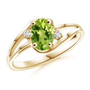 Oval shape peridot diamond ring