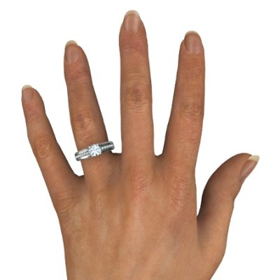 round cut aquamarine engagement rings